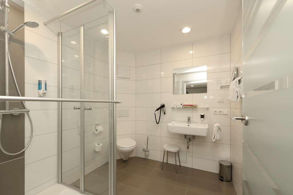 Best Western Plus Aalener Roemerhotel - Guest room bath