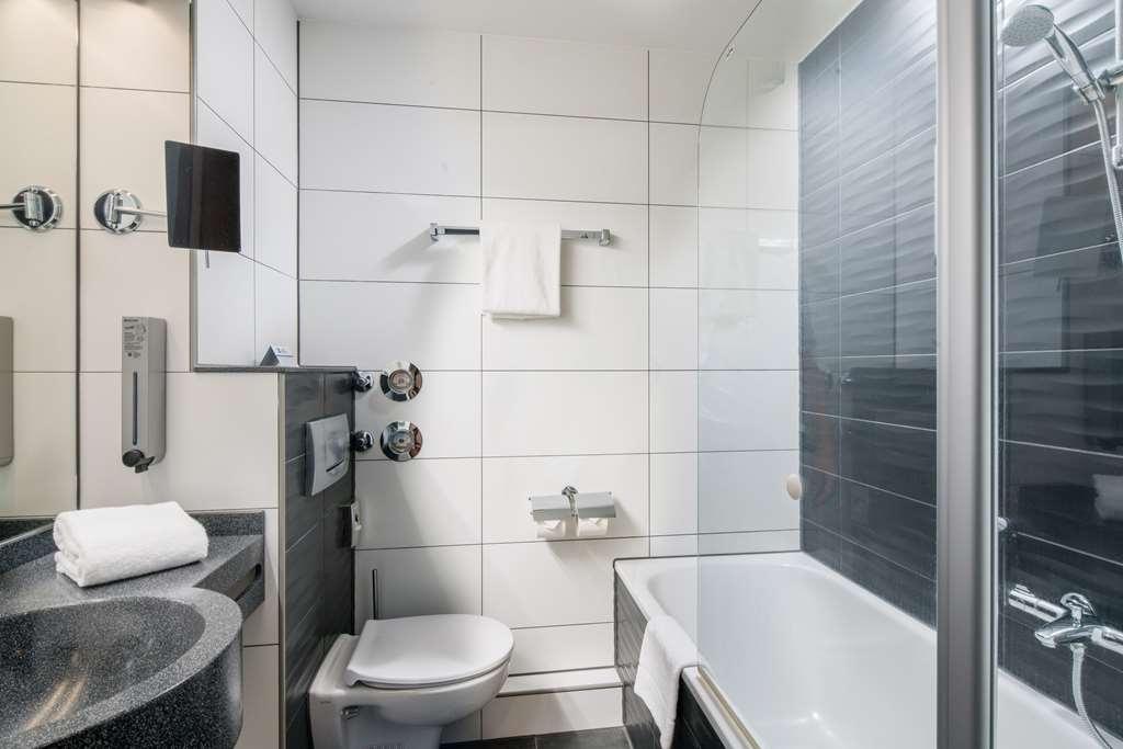 Best Western Amedia Frankfurt Airport - Guest room bath