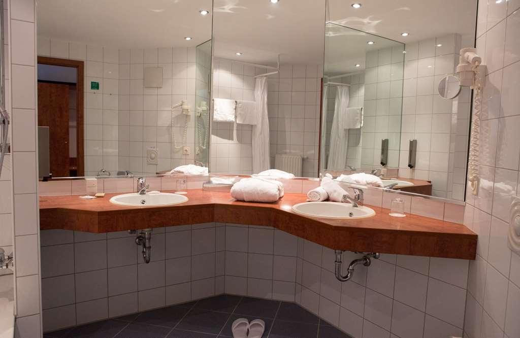 Best Western Amedia Frankfurt Ruesselsheim - Bathroom