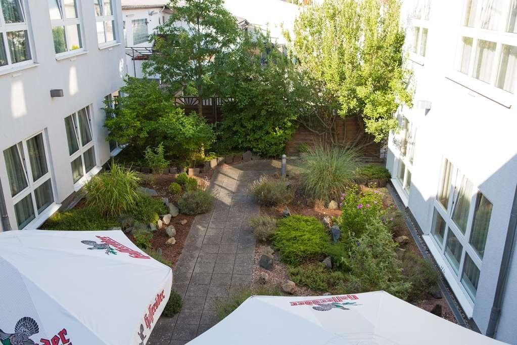 Best Western Amedia Frankfurt Ruesselsheim - restaurant terrace