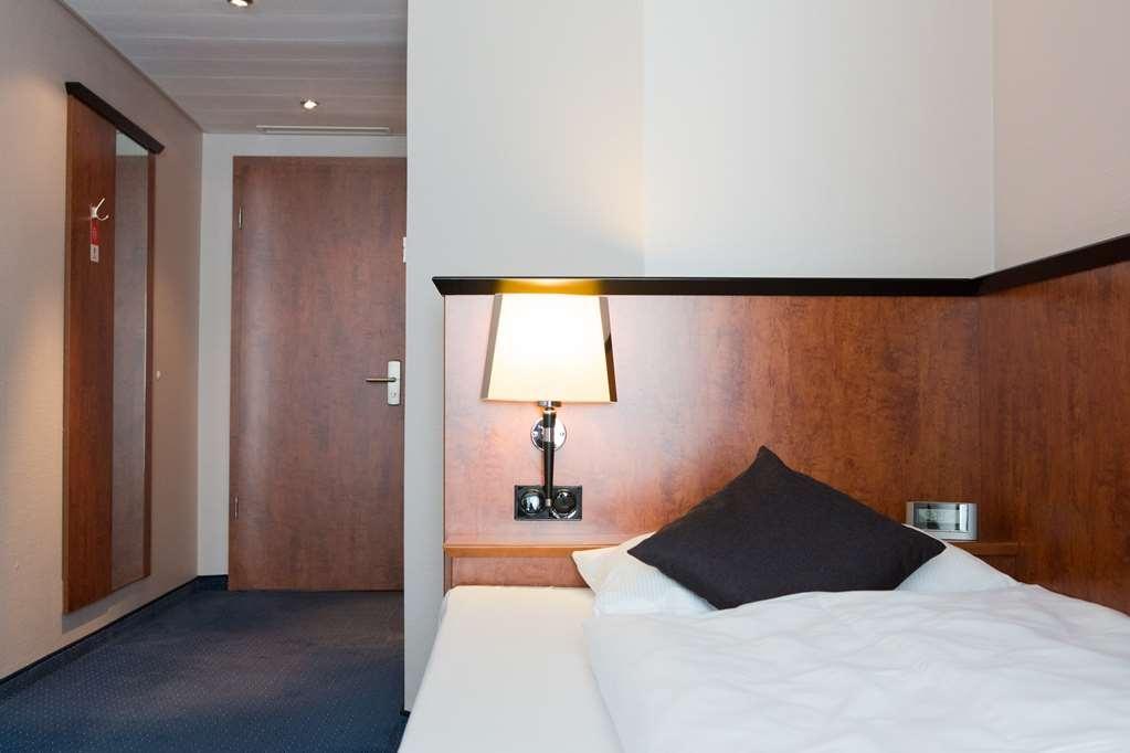 Best Western Amedia Frankfurt Ruesselsheim - guest room