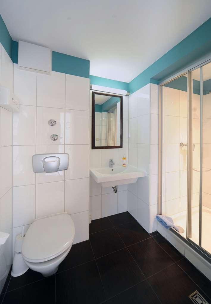 Best Western Hotel Wuerzburg Sued - Guest Bathroom