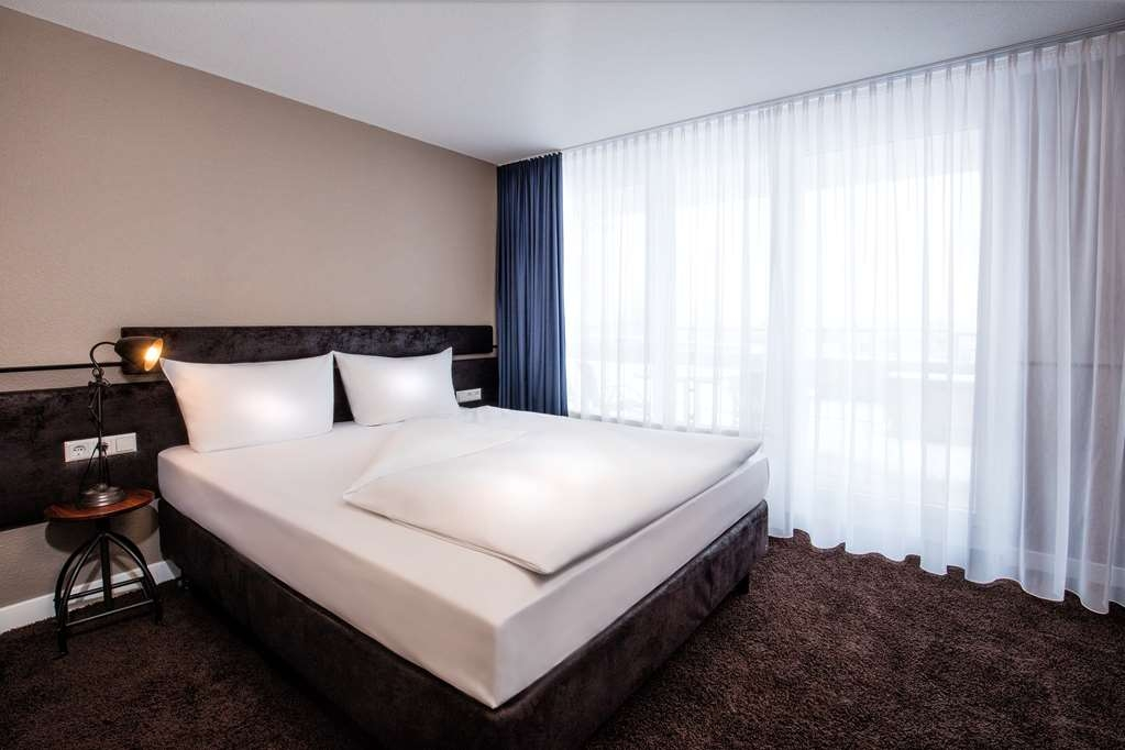 Best Western loftstyle Hotel Schwieberdingen - Comfortable Guest Room with One Queen Size Bed and a Balcony