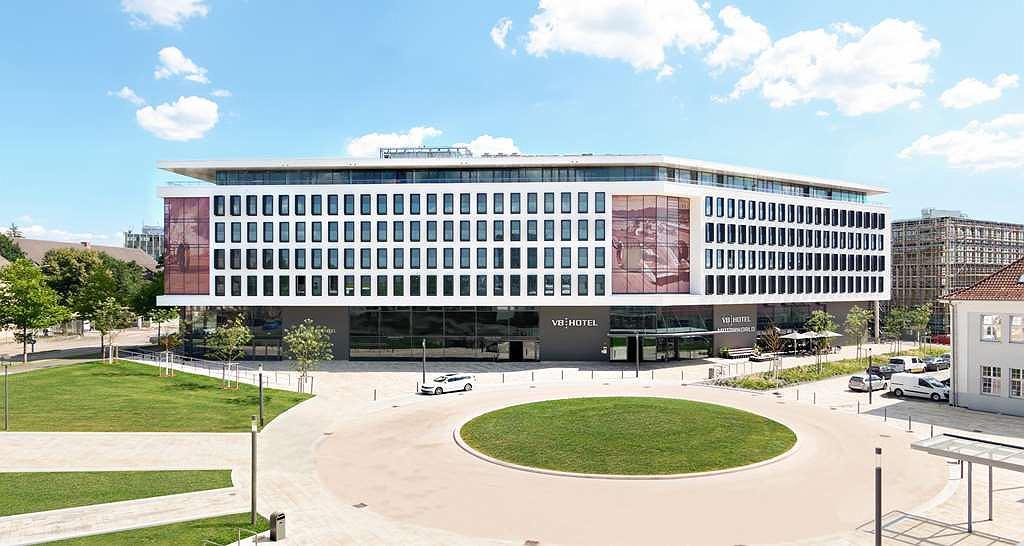 V8 Hotel Motorworld Region Stuttgart, BW Premier Collection - Vista exterior