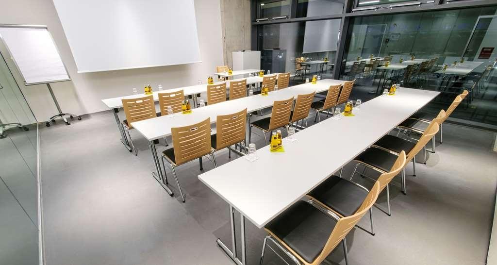 V8 Hotel Motorworld Region Stuttgart, BW Premier Collection - Salle de réunion