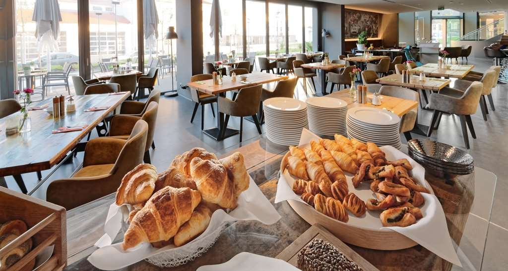 V8 Hotel Motorworld Region Stuttgart, BW Premier Collection - Breakfast