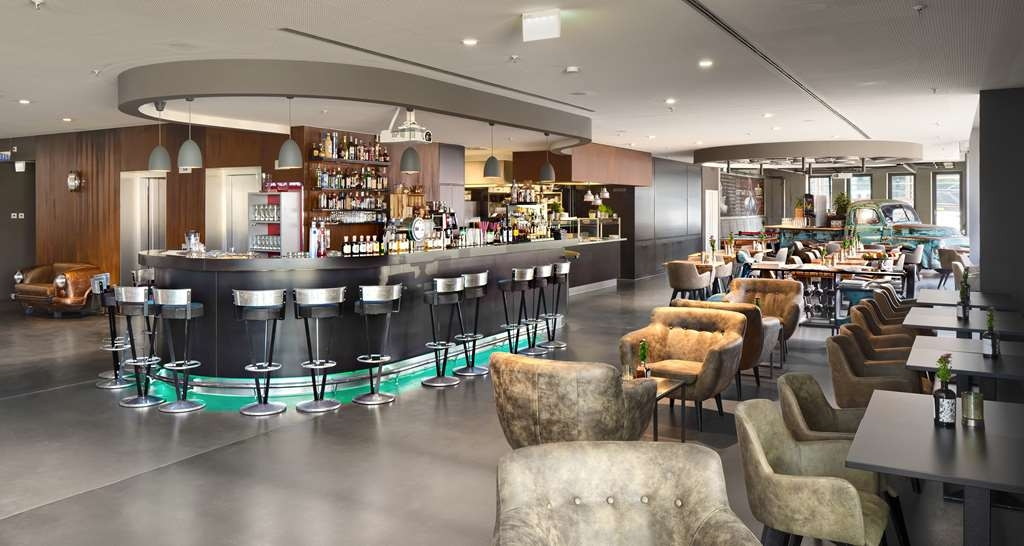 V8 Hotel Motorworld Region Stuttgart, BW Premier Collection - Bar/Lounge