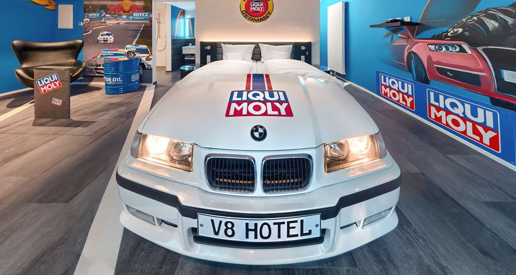 V8 Hotel Motorworld Region Stuttgart, BW Premier Collection - Gästezimmer/ Unterkünfte