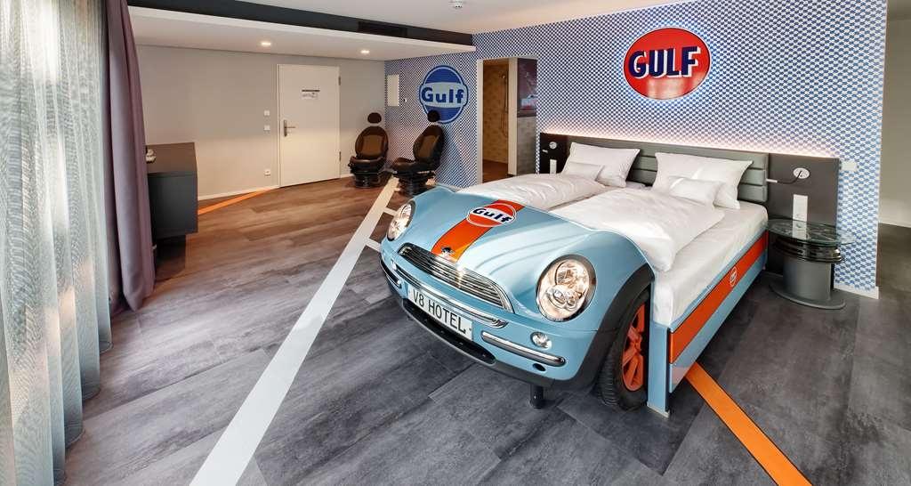 V8 Hotel Motorworld Region Stuttgart, BW Premier Collection - Guest room