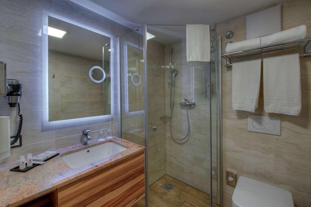 Best Western Plus Hotel Fuessen - Bathroom
