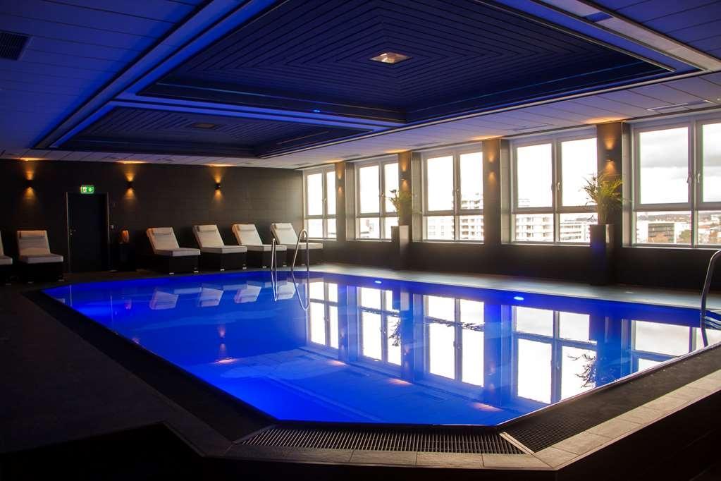 Best Western Plus Plaza Hotel Darmstadt - Vista de la piscina