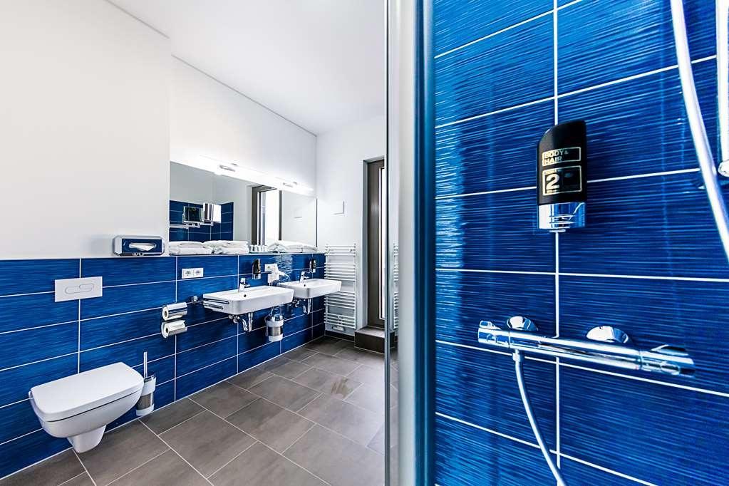 Best Western Plus Royal Suites - Guest room bath