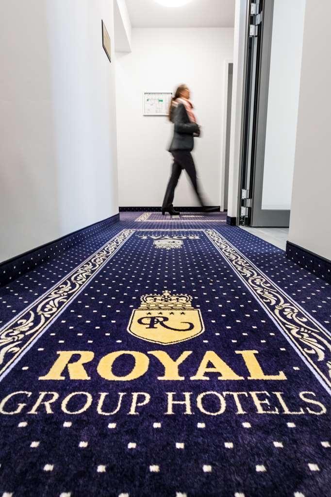 Best Western Plus Royal Suites - Corridor