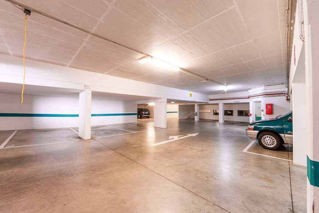 PLAZA Hotel Blankenburg Ditzingen, Sure Hotel Collection - Parking Garage