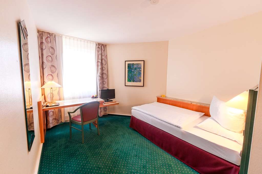 PLAZA Hotel Blankenburg Ditzingen, Sure Hotel Collection - Guest Room