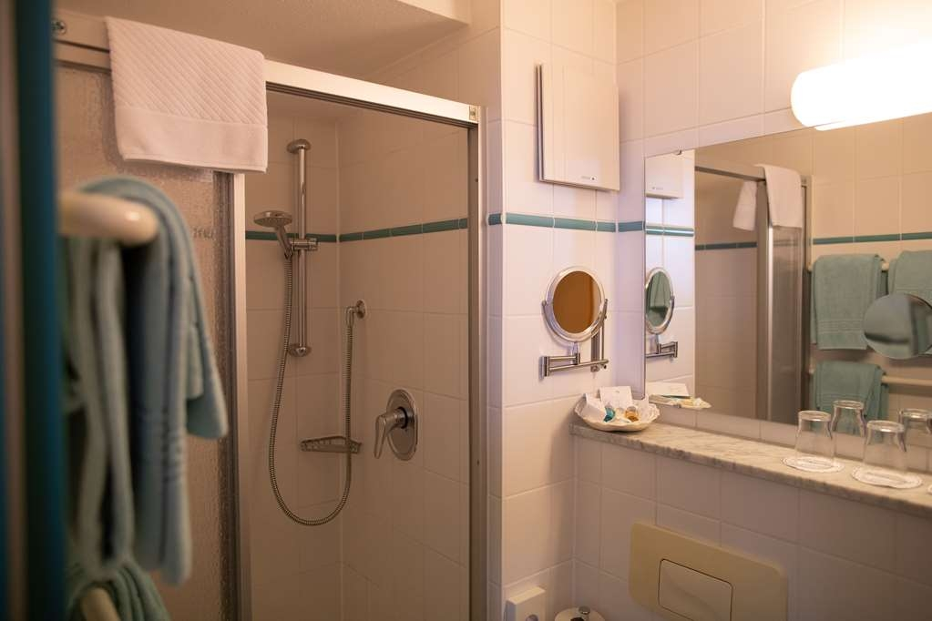 PLAZA Hotel Blankenburg Ditzingen, Sure Hotel Collection - Guest Room Bath