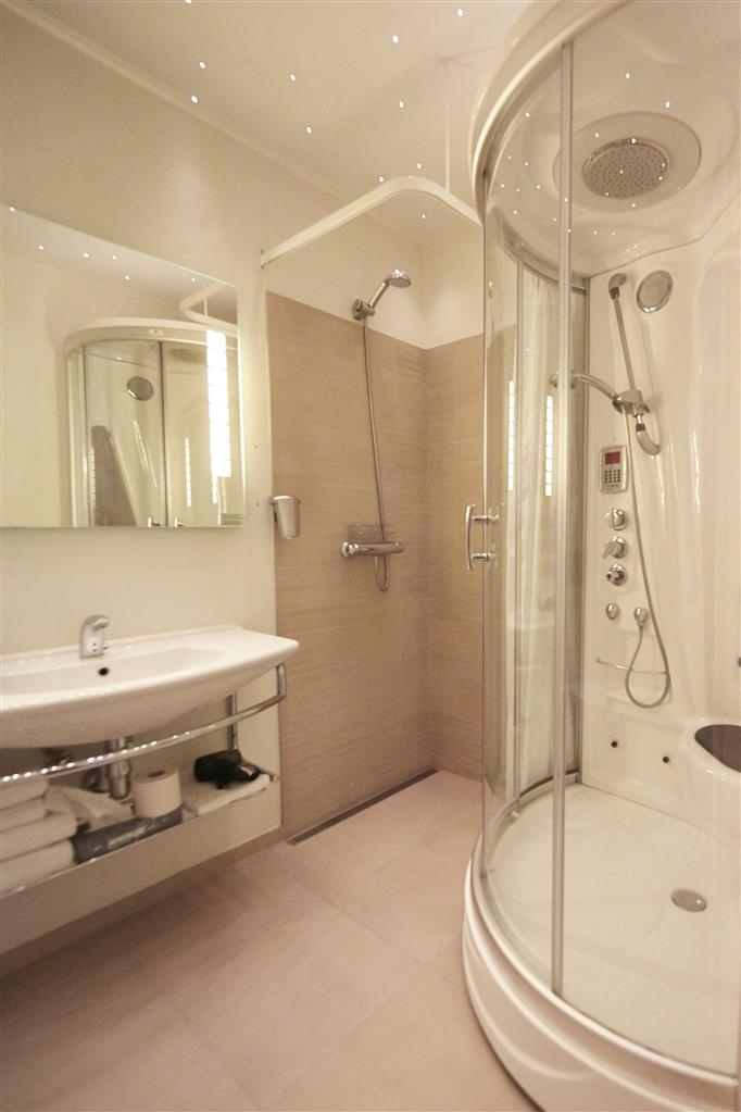Best Western Plus Hotel Fredericia - Badezimmer in Suite