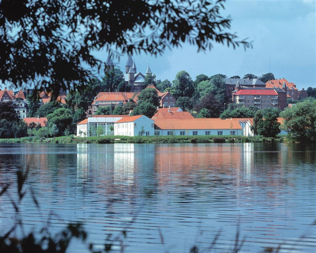 Best Western Golf Hotel Viborg - Best Western Golf Hotel Viborg is beautifully situated right on the Southern Lake with wonderful panoramic views.
