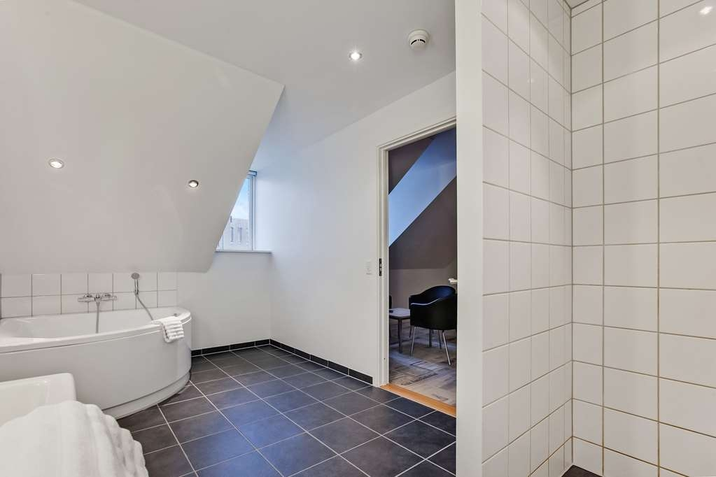 Best Western Torvehallerne - The junior suite has an extra large bath room
