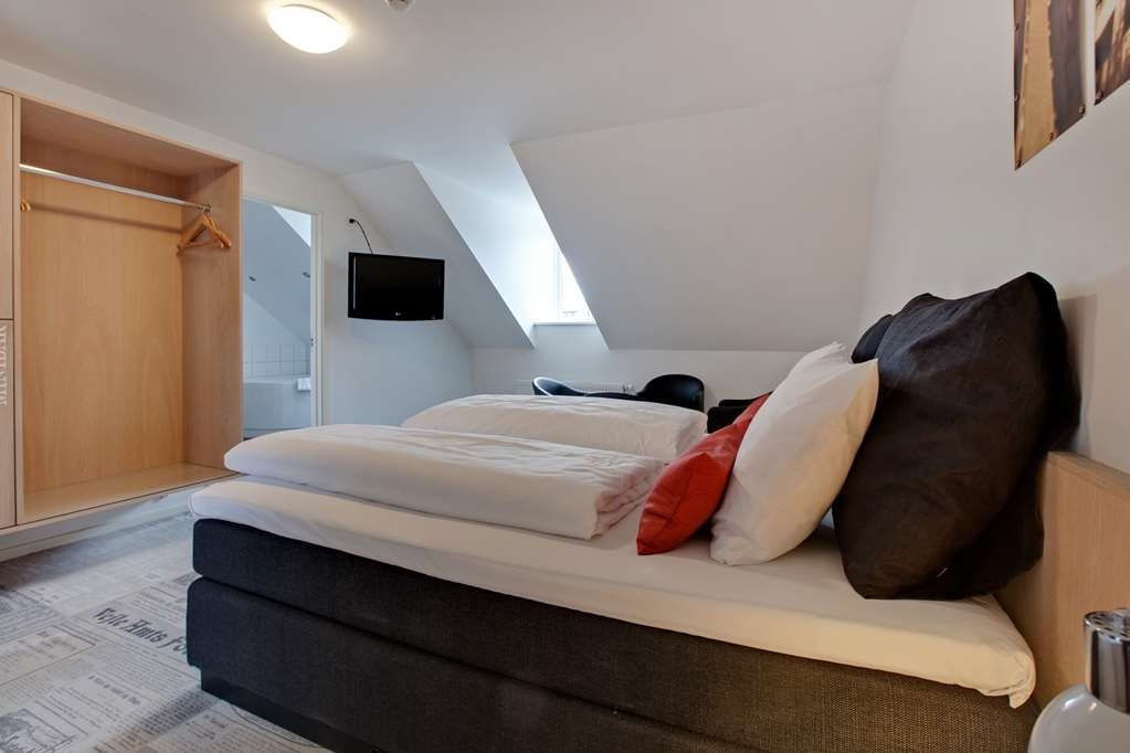 Best Western Torvehallerne - Junior suite is an extra large room with a double bed 180x200cm and bathtub for two people
