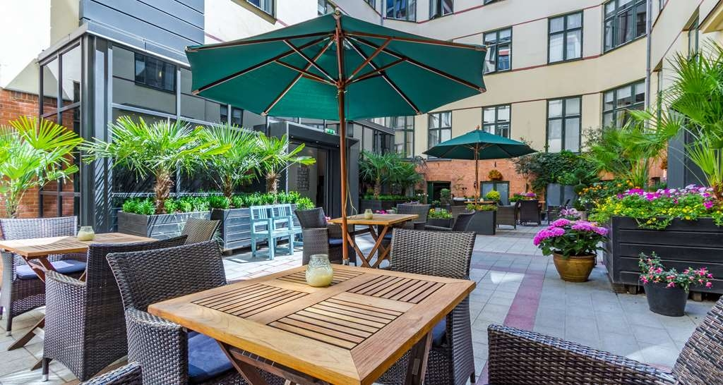Best Western Hotel Hebron - Courtyard