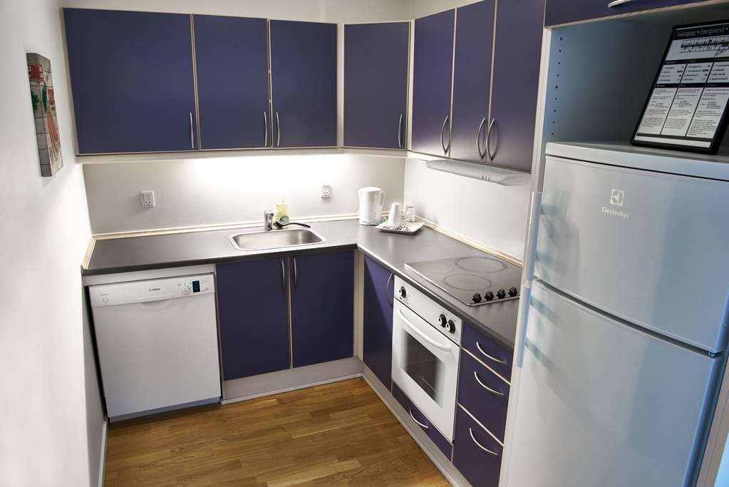 Best Western Royal Holstebro - Kitchen has a dishwasher, refrigerator, freezer and stove.