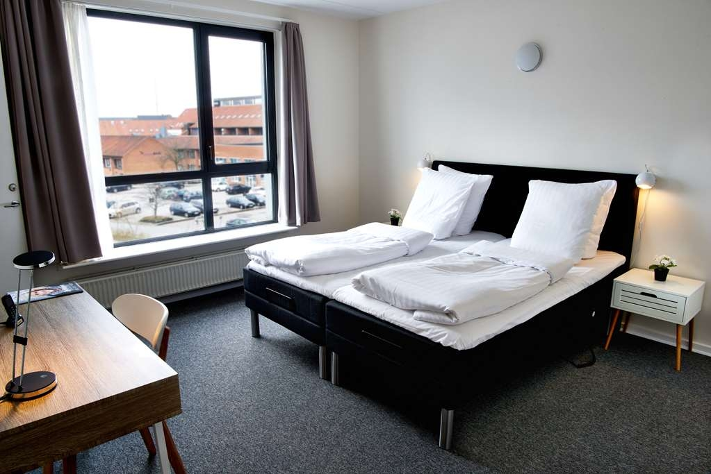 Best Western Royal Holstebro - Apartment, bedroom with king size bed