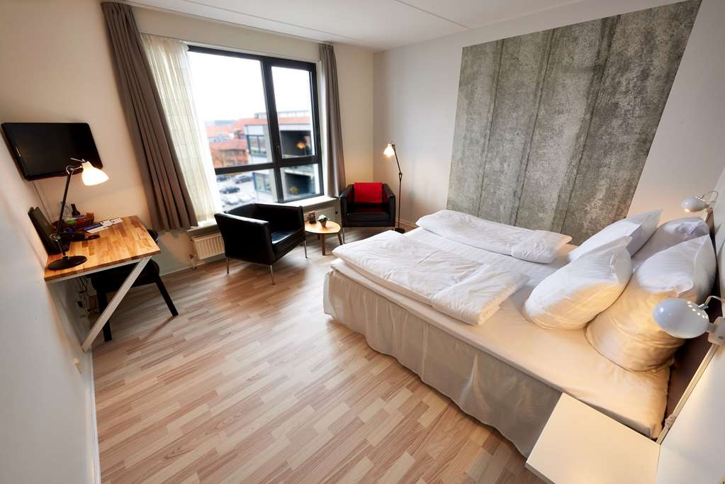 Best Western Royal Holstebro - Business double room with king size bed & river view
