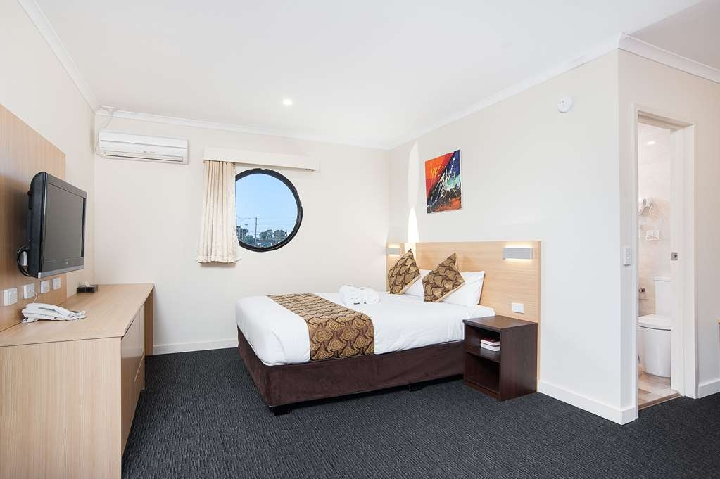 Best Western Mahoneys Motor Inn - Queen Room, fully refurbished in 2015.