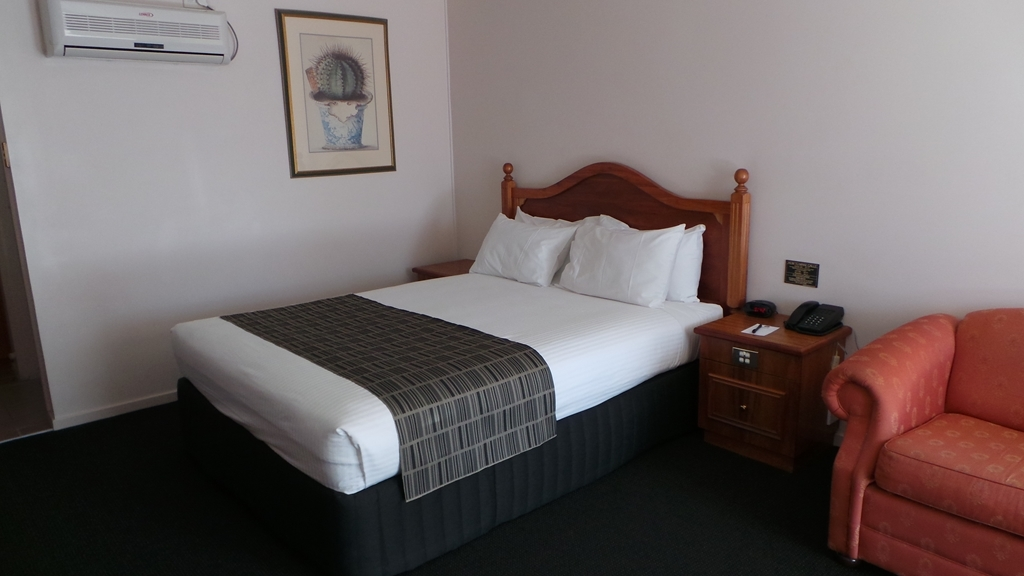 Best Western Ambassador Inn - Deluxe queen bed guest room - quiet and well -appointed.