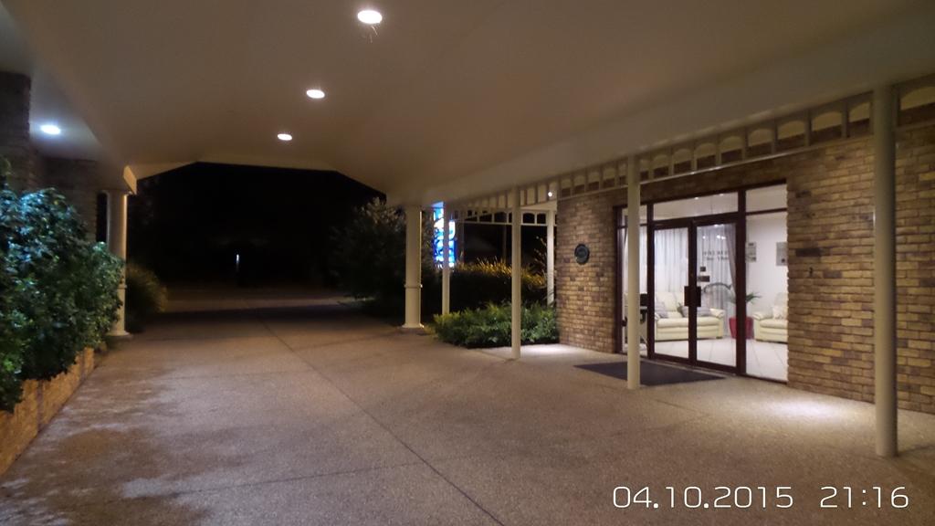 Best Western Ambassador Inn - BEST WESTERN Ambassador Inn entrance at night.