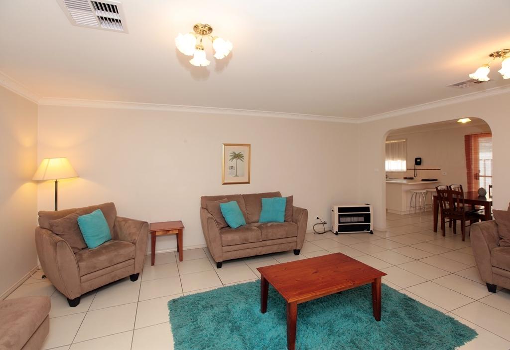 Best Western Ambassador Inn - Villa spacious lounge room.
