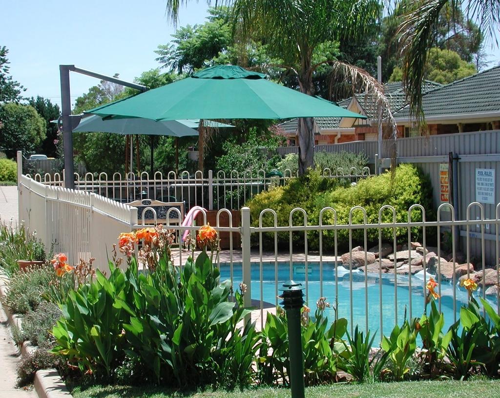 Best Western Ambassador Inn - Vue de la piscine