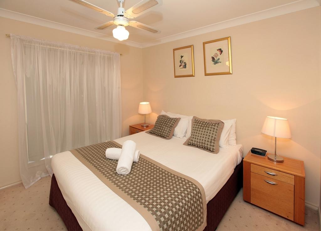 Best Western Ambassador Inn - Villa Spacious Master Bedroom