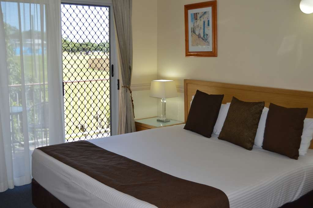 Best Western Ambassador Motor Lodge - Bedroom