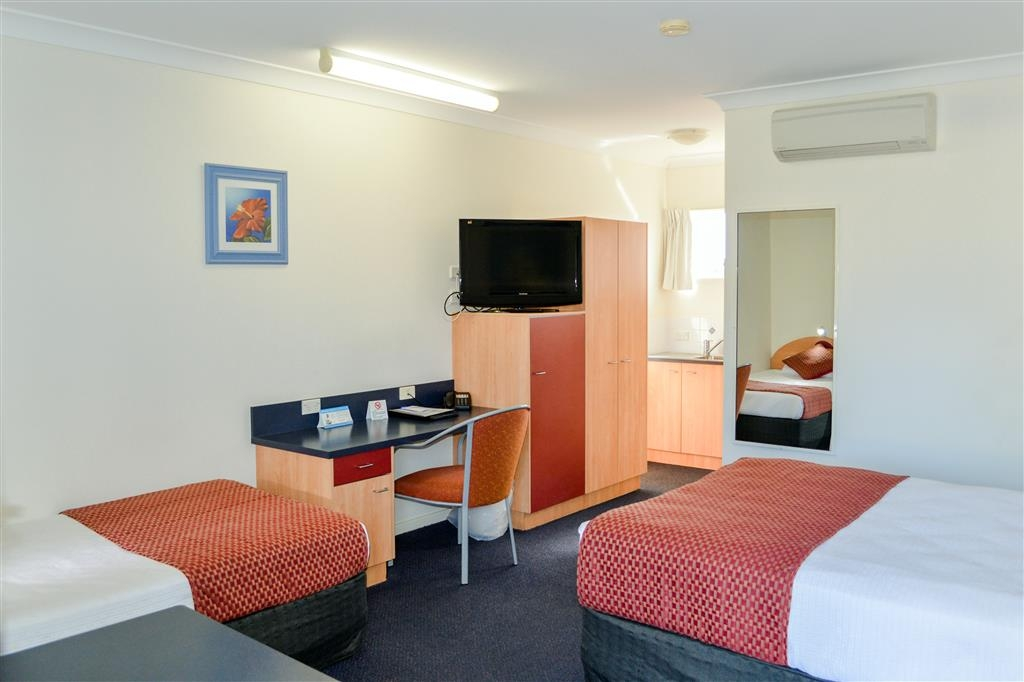 Best Western Boulevard Lodge - Queen and Single Room
