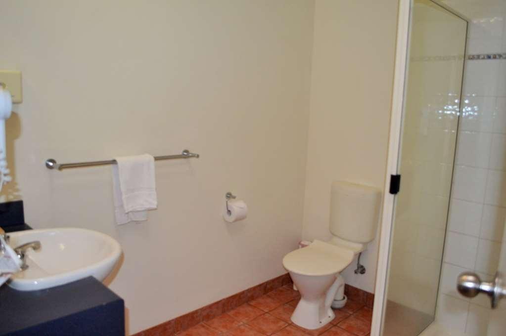 Best Western Boulevard Lodge - Bathroom