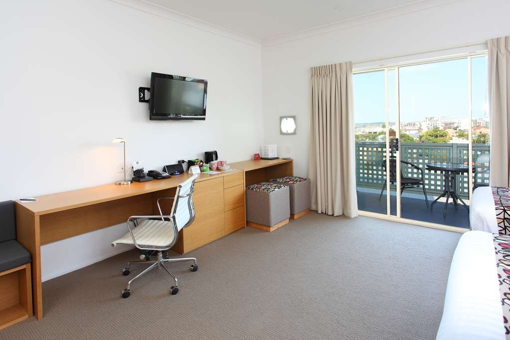 Best Western Gregory Terrace Brisbane - Enjoy a large Superior Room with spectacular panoramic views of the Brisbane City skyline from your own balcony. Guests can take advantage of free high speed wifi, undercover parking & elevator access.