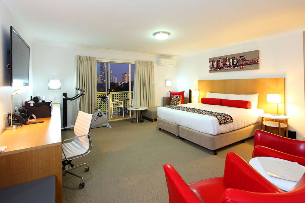Best Western Gregory Terrace Brisbane - Treat yourself to a super-size Executive Room with spectacular views across the city skyline. Individually furnished in modern, stylish design, guests enjoy the free high speed wifi, undercover parking & elevator access.