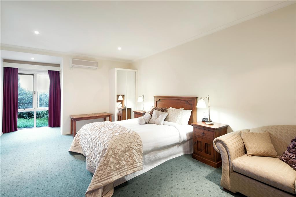 Best Western Crystal Inn - Enjoy the extra space and comfort of a One Bedroom Spa Apartment