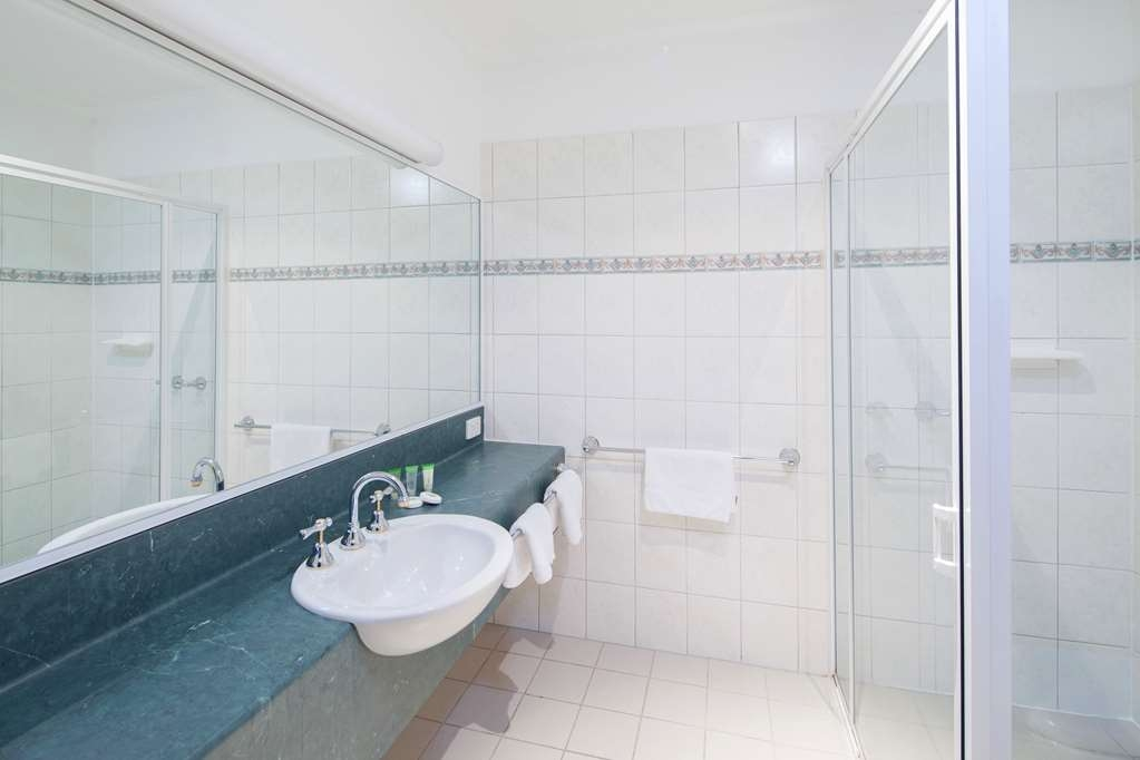 Best Western Crystal Inn - All guests rooms feature modern en suite bathrooms.