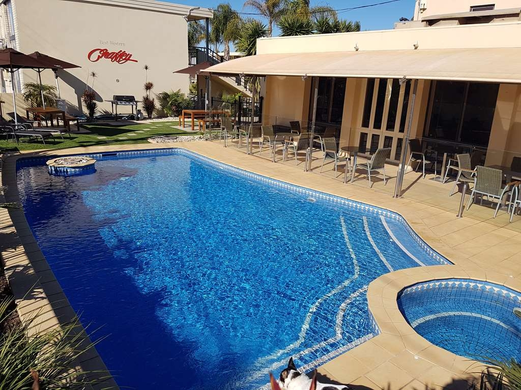 Best Western Chaffey International Motor Inn - Vue de la piscine