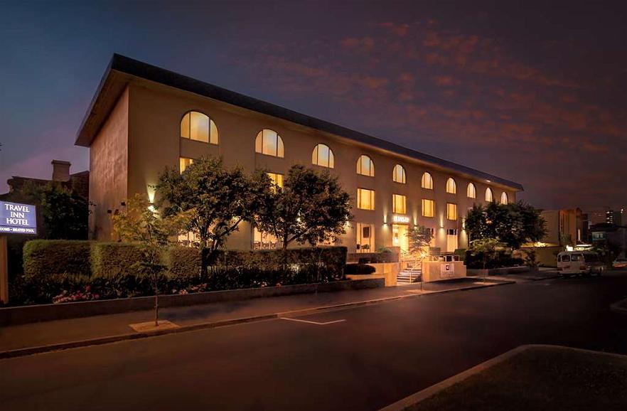 Best Western Plus Travel Inn Hotel - Vista exterior