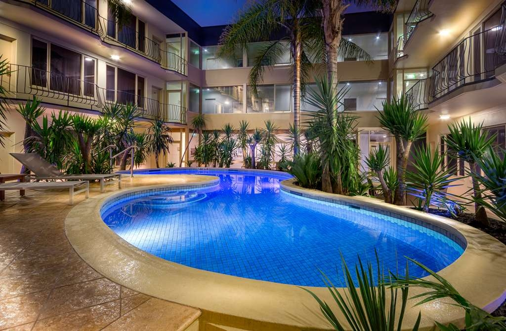 Best Western Plus Travel Inn Hotel - Piscina