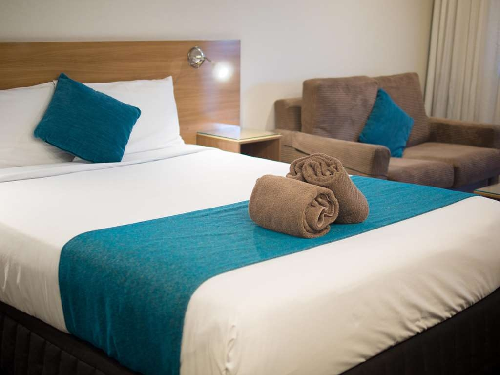 Best Western Sunnybank Star Motel - Exec bed and sofa P