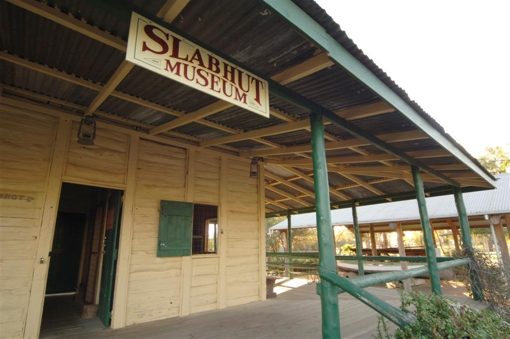 Best Western Bungil Creek Motel - Slab Hut Museum