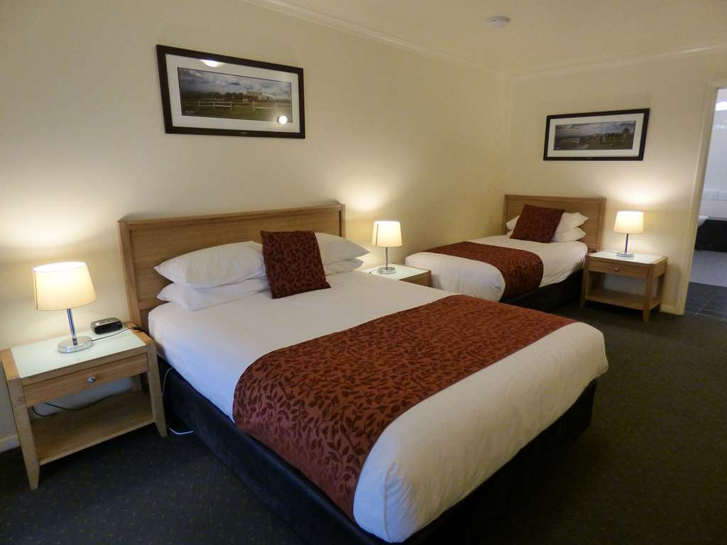 Best Western Beechworth Motor Inn - The Twin room consists of 1 queen and 1 single beds with Foxtel, free internet and full motel facilities.