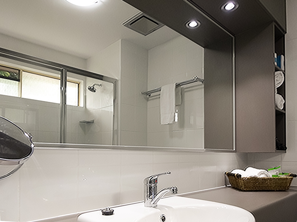 Best Western Plus The Stirling Rockhampton - Guest Bathroom