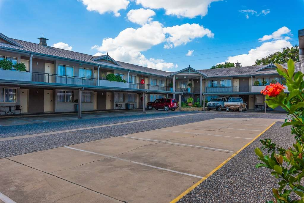 Best Western Plus The Stirling Rockhampton - Hotel Car Park