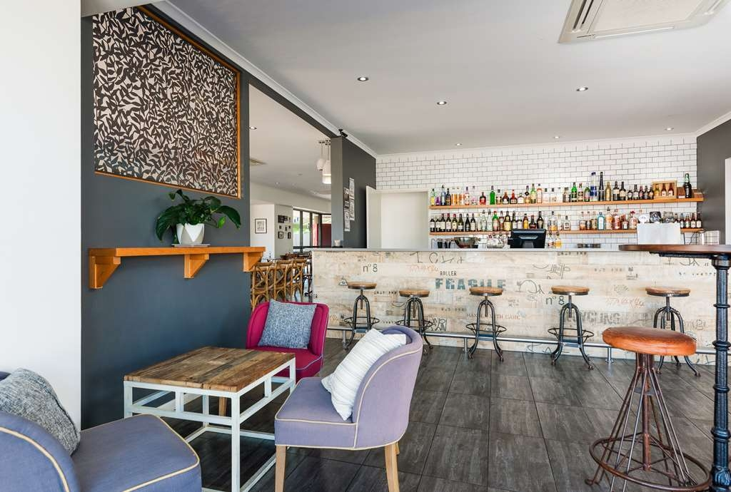 Best Western Plus The Stirling Rockhampton - Six & Co Bar